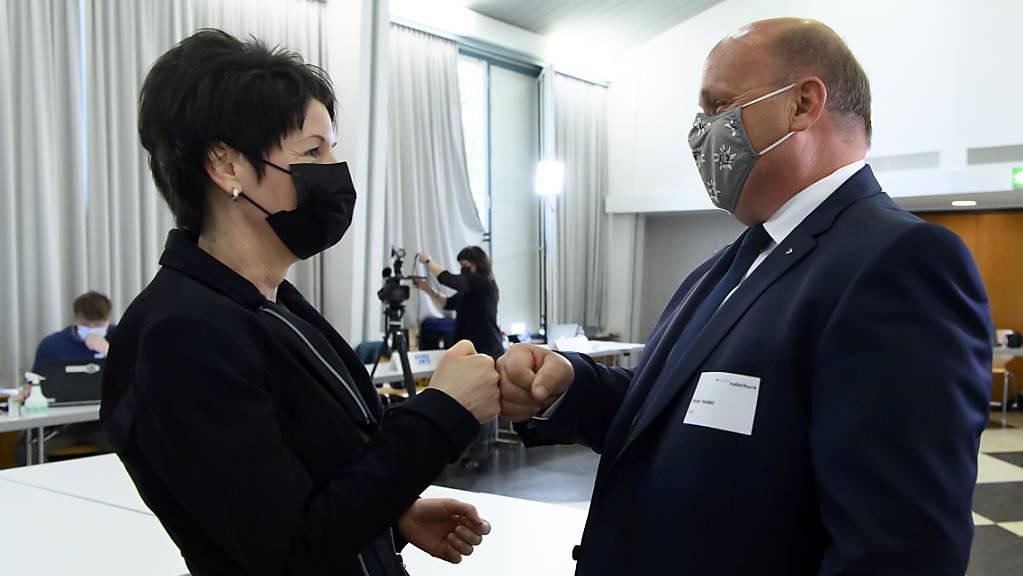 Neu in die Solothurner Regierung gewählt: Sandra Kolly-Altermatt (CVP) und Peter Hodel (FDP). Die CVP verlor ihren zweiten Sitz an die FDP, die nun wieder zwei Regierungsräte stellt.