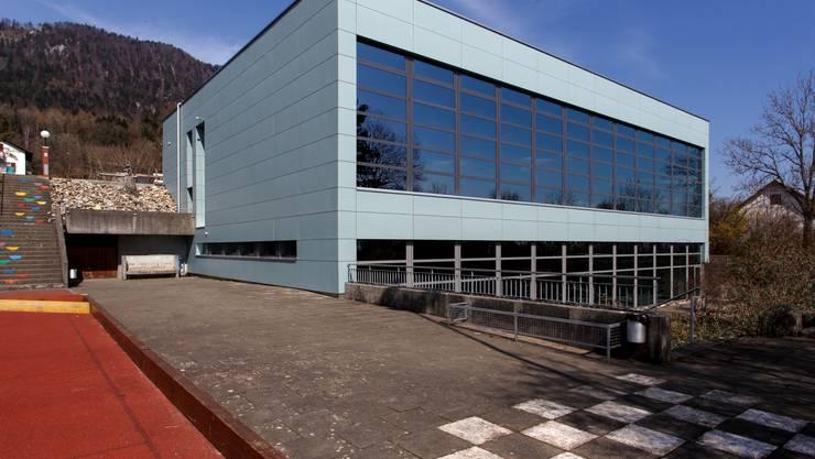 Das Hallenbad im Untergeschoss der Turnhalle in Oberdorf verursacht in den nächsten zehn Jahren einen Investitionsbedarf von 2 Millionen Franken. Nun wurde die Finanzkompetenz an die Spezialkommision übergeben.
