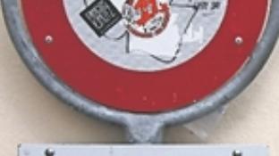 Überklebte Signaltafel