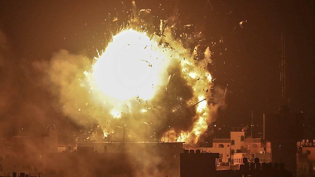Die Gebäude von Al-Aksa-Television in Gaza-Stadt wurden beim Angriff zerstört, wie Palästinenser-Vertreter mitteilten.