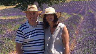 Landammann Alex Hürzeler und seine Frau Ursula in den Sommerferien 2016 in Südfrankreich. Das Bild zeigt sie in einem Lavendelfeld in der Provence.
