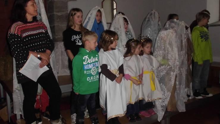 Die Kinder der Chinderchile beim gemeinsamen Singen.