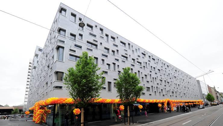 Spektakulär: Die Fassade setzt sich aus verschieden kombinierbaren Fensterformen zusammen.  Fotos: Kenneth Nars