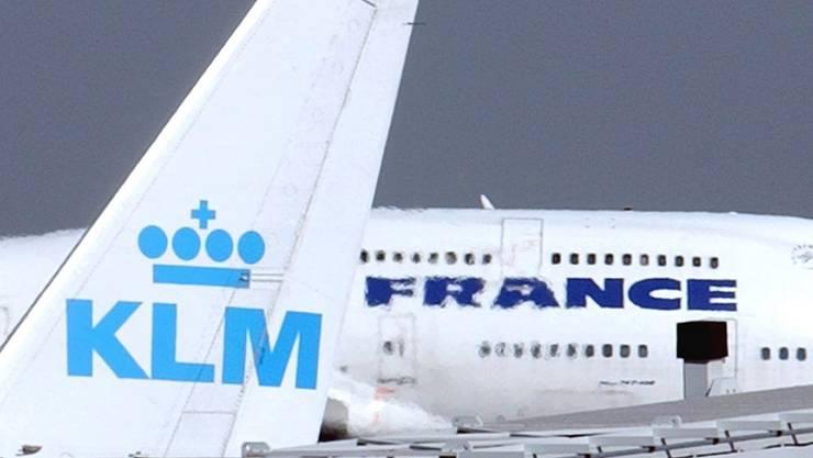 Trotz Passagier plus rote Zahlen: Eine neue Pensionsvereinbarung mit den Piloten und dem Bordpersonal von KLM brockte dem Mutterkonzern in Paris einen Verlust ein. (Archiv)