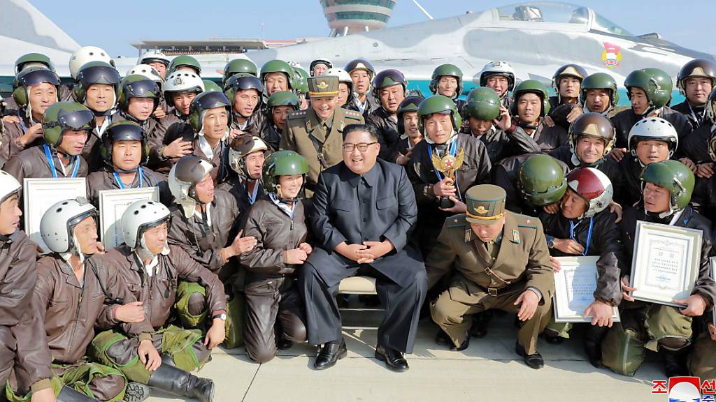Kim Jong Un führt Luftübungen in Nordkorea durch