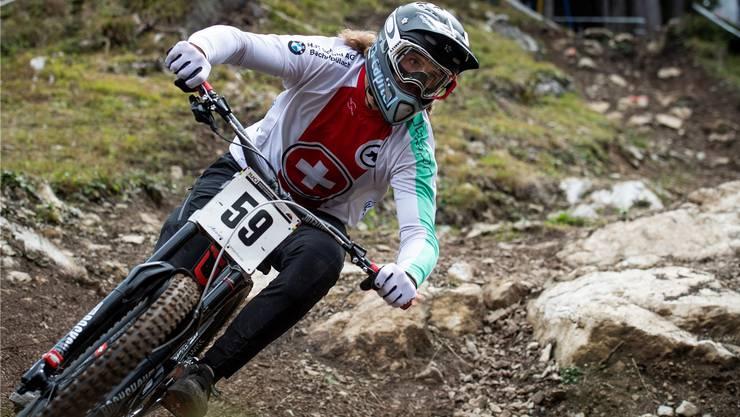 Volles Risiko: der Schweizer Basil Weber während der WM-Downhill-Qualifikation in Lenzerheide.Keystone