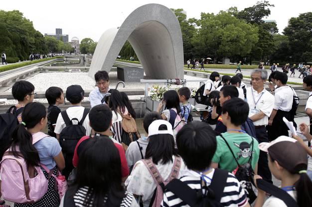 1945 wurde die Stadt durch den Abwurf einer Atombombe verwüstet – heute gedenkt ein Friedensdenkmal dem tragischen Ereignis.