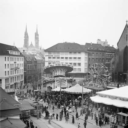 Auch im Kriegsjahr 1944stand das Riesenrad auf dem Barfüsserplatz.