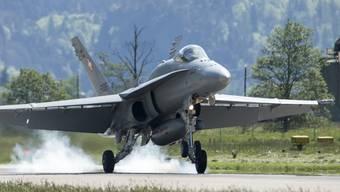 Damit keine Lücke in der Luftverteidigung entsteht, bleiben die 30 F/A-18-Kampfjets länger als ursprünglich geplant in der Luft.