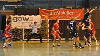Die Solothurner Defensive fand gegen den Linkshänder Pascal Achermann (8 Tore) kein Gegenmittel.