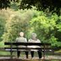 Arbeitgeber und Arbeitnehmer sollen mit Lohnprozenten die Renten der Pensionierten garantieren: Das sorgt für rote Köpfe. (Symbolbild)