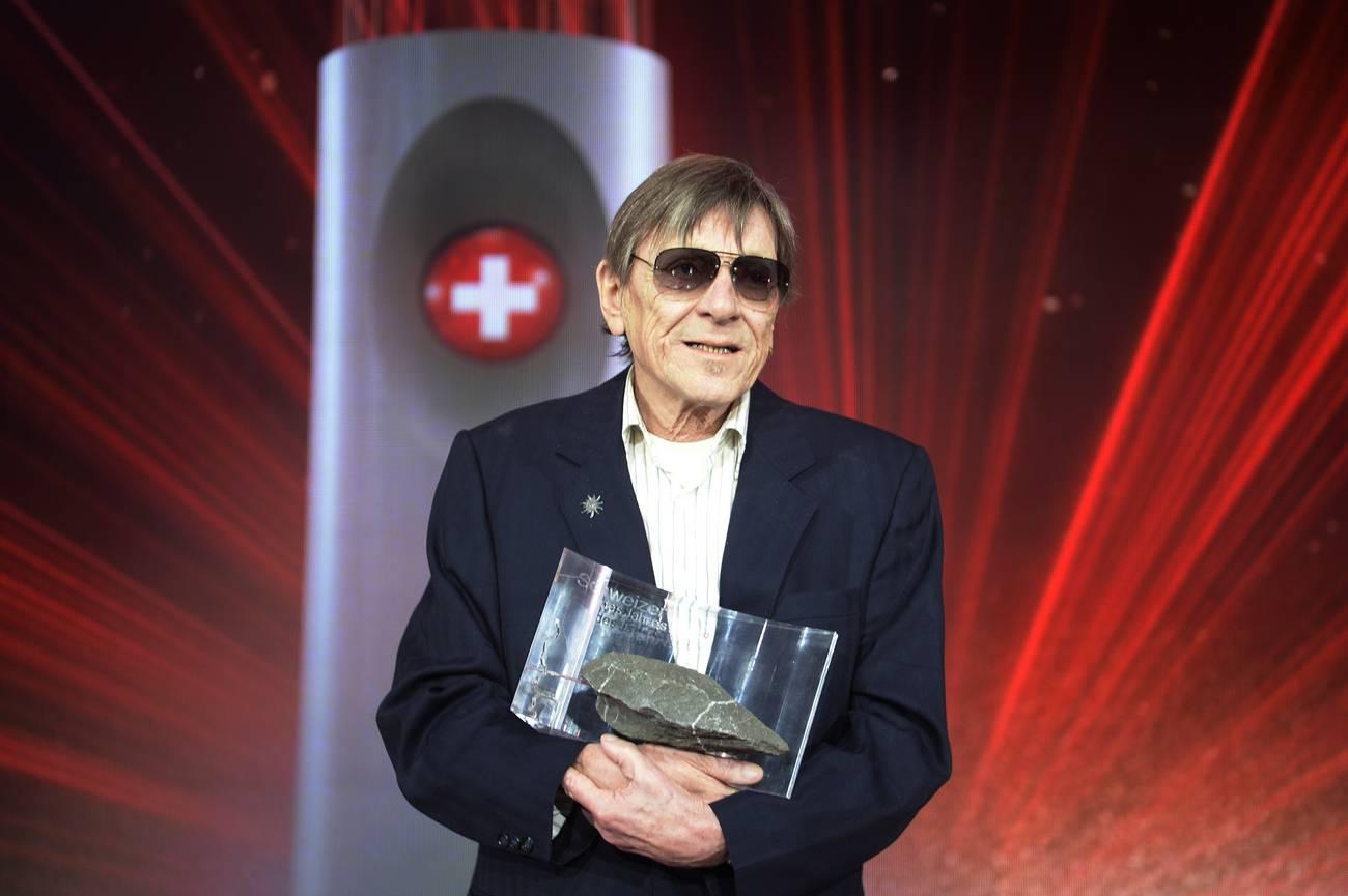 Polo Hofer gewinnt 2016 den Award als Schweizer des Jahres bei der SwissAward Galashow im Zürcher Hallenstadion. (© Keystone)