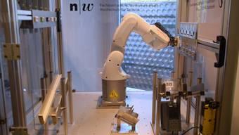 Der Roboter, an dem die Autexis mitgearbeitet hat, liefert auf Sprachbefehl die gewünschte Schokolade