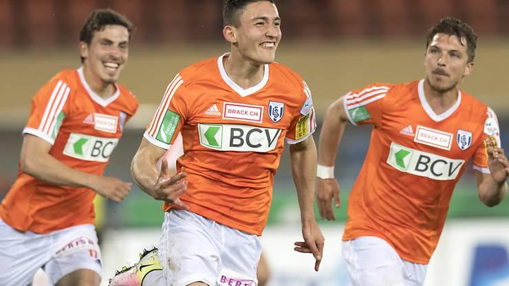 Lausanne-Spieler Andi Zeqiri (Mitte) nach seinem Tor zum 1:0 für Leader Lausanne