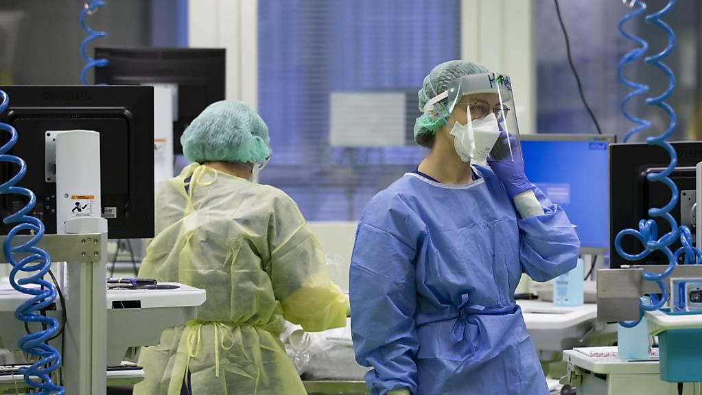 Das noch nicht zugelassene Antikörper-Mittel Sotrovimab soll zur Behandlung von Covid-19 bei Patientinnen und Patienten mit erhöhtem Risiko für einen schweren Verlauf eingesetzt werden. (Symbolbild)