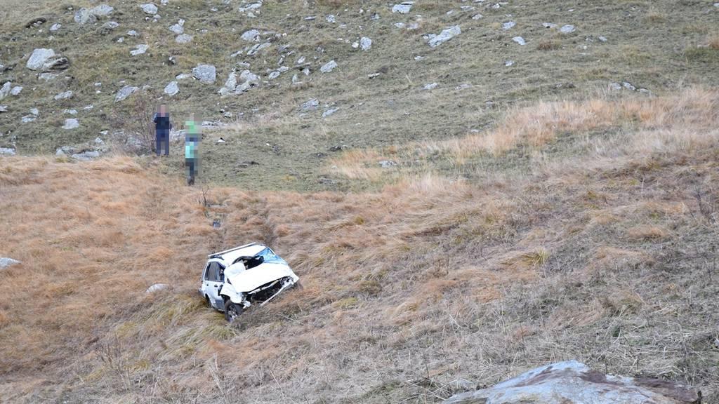 Auto mehrmals überschlagen, 27-Jährige mit Rega eingeliefert