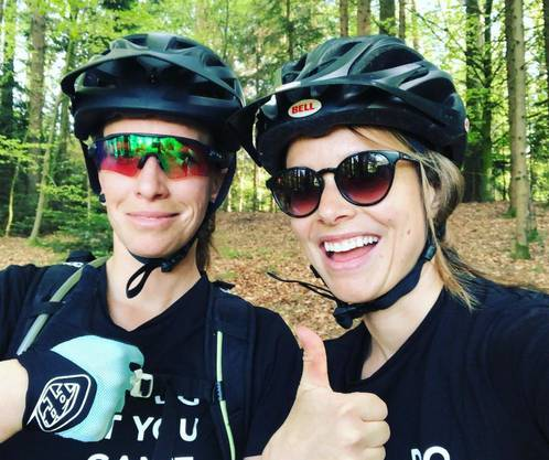 Auch mit Mitstreiterin Steffi Hunziker war sie schon auf dem Bike.