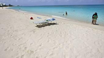 Seven Mile Beach auf Grand Cayman Island,  als Steueroase bekannt