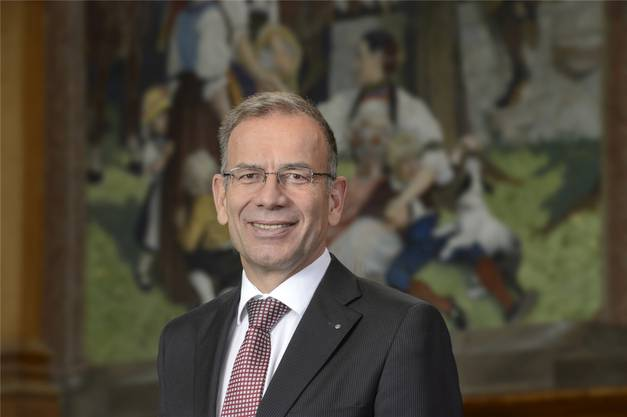 Der Wirtschaftsexperte und ehemalige Primarlehrer (59) vertritt den Kanton Schaffhausen seit 2002 im Ständerat und ist Vater von zwei Kindern.