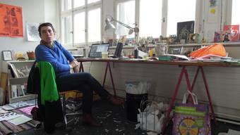 Eine Illustratorin arbeitet täglich in ihrem Atelier im Armit-Gebäude in Altstetten.
