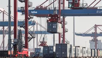 Container-Terminal in Hamburg: Nicht nur die florierenden Exporte Deutschlands sind im Visier der USA.