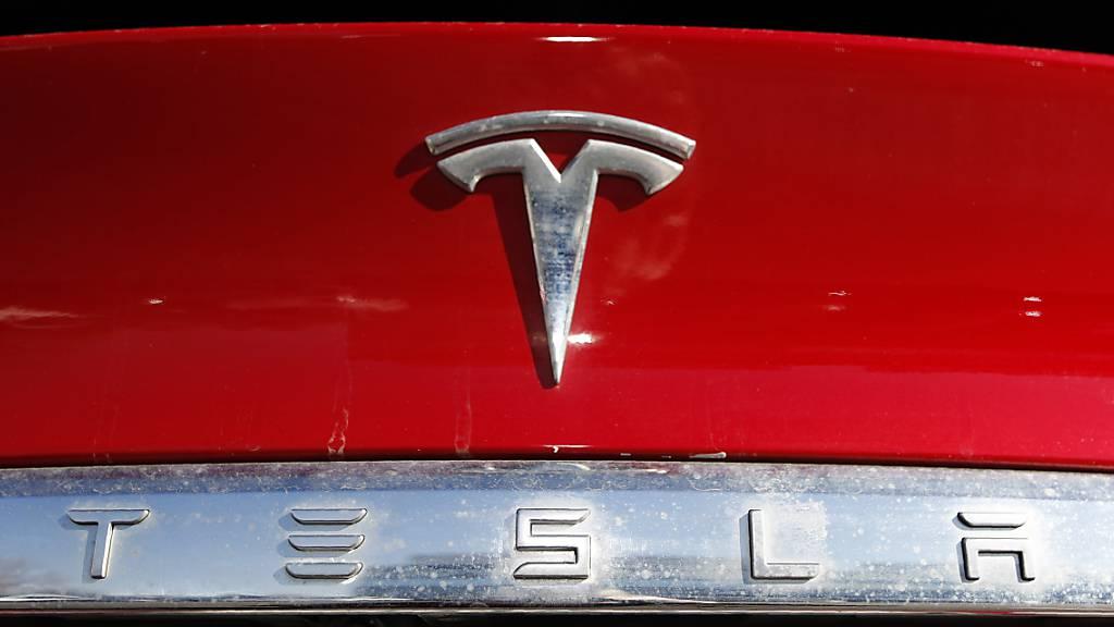 Tesla hat trotz der Coronakrise im dritten Quartal mehr Autos verkauft als je zuvor. (Symbolbild)
