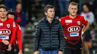 FCA-Trainer Marinko Jurendic (Mitte), flankiert von den Verteidigern Pascal Thrier (links) und Damir Mehidic. Freshfocus