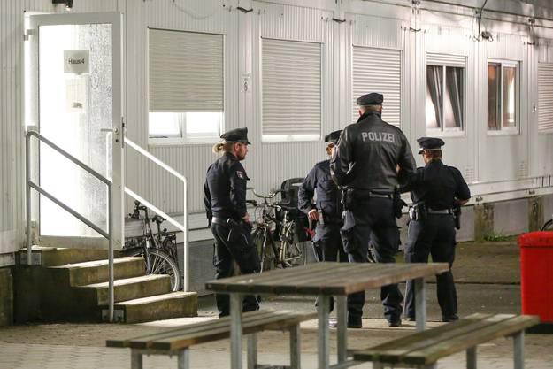 Durchsuchungsaktion in der Flüchtlingsunterkunft Hamburg-Laengenhorn.