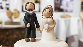 Der Ständerat will abwarten, was der Bundesrat zur Beseitigung der Heiratsstrafe vorschlägt. Dieser will in den nächsten Wochen entscheiden. (Symbolbild)