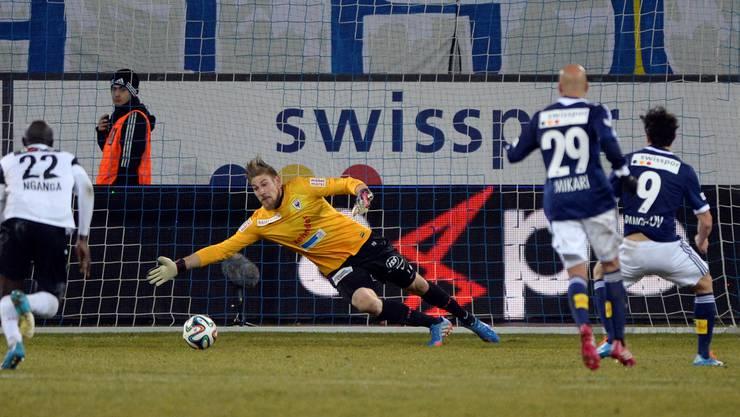Lars Unnerstall beim Penalty gegen den Luzerner Dimitar Rangelov