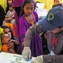 Bei Kindern in einem staatlich geführten Spital in Ratodero werden HIV-Bluttests gemacht.