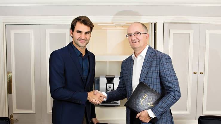 Roger Federer (links) und Jura-CEO Emanuel Probst