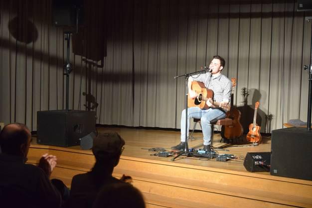 Das Publikum wurde von Nick Mellow zum rhythmischen Klatschen inspiriert