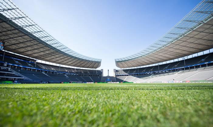 Übersicht des Olympiastadion in Berlin: Deutschland stellt sich wegen der Ausbreitung des Coronavirus auf Geisterspiele am nächsten Bundesliga-Wochenende ein.