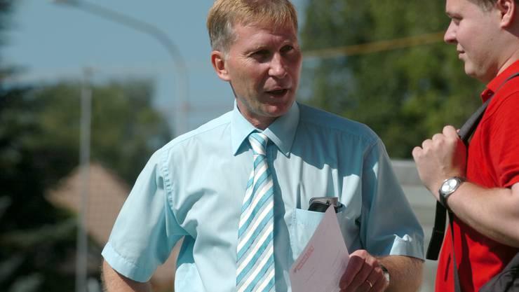 Juli 20007, der erste FCA-Trainingsstart unter Präsident Alfred Schmid. Rechts im roten Shirt Philipp Bonorand, damals FCA-Kommunikationschef, und 13 Jahre später Schmids Nachfolger als Präsident.