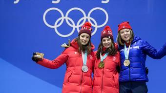 Die Siegerehrung im Slopestyle mit Sarah Höfflin (Gold) und Mathilde Gremaud (Silber) war der Quoten-Renner