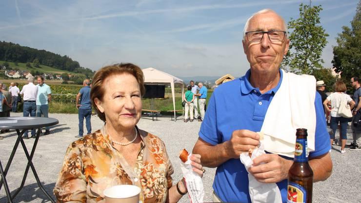 Hildegard und Kurt Schaaf aus Urdorf sind von der Neugestaltung positiv überrascht.