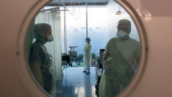 Die Schweiz ist für Mediziner aus der EU attraktiv. Nun erhalten die Kantone mehr Instrumente, um deren Zulassung zu steuern. (Symbolbild)