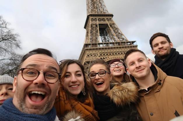 Stenson (vorn links) und seine Angestellten in Paris.