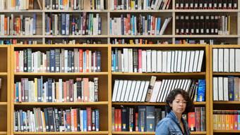 Die Schweizer Autorinnen und Autoren fordern schon seit Jahren eine Abgeltung des Verleihrechts – so wie es in vielen Ländern bereits der Fall ist. LAURENT GILLIERON/Keystone