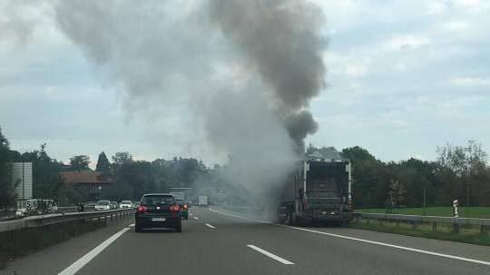 Zwischen St.Gallen-Neudorf und Meggenhus brannte ein Lastwagen.