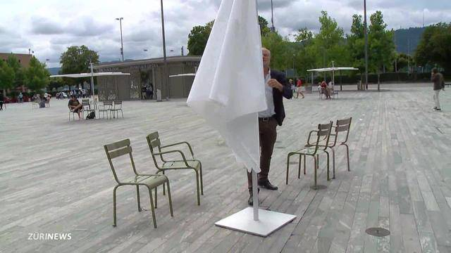 Filippo Leutenegger und seine Sonnenschirme
