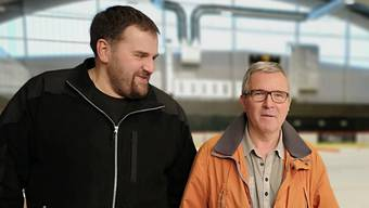 Am Sonntag beginnt der öffentliche Eislauf: Heinz Zaugg (r.) und Patrick Donauer, stellvertretender Betriebsleiter.