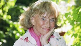 Hier zeigt Märchentante Trudi Gerster, dass sie nicht nur die Märchensprache sprechen kann