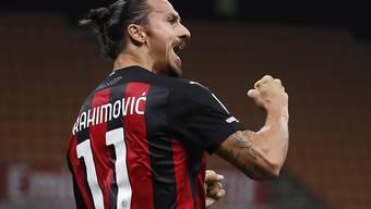 Zlatan Ibrahimovic lässt sich beim 2:0-Sieg von Milan gegen Bologna als Doppeltorschütze feiern