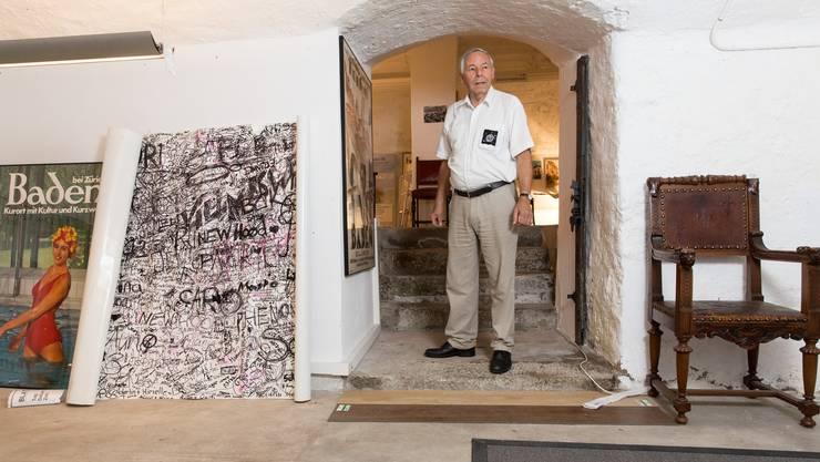 Sepp Schmid im Gewölbekeller seines Hauses, das an den Stadtturm grenzt.