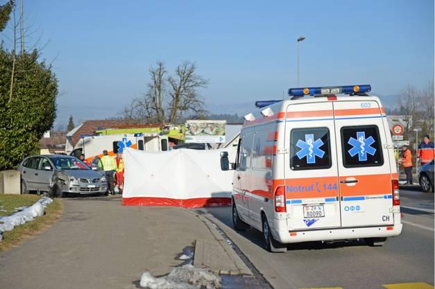 Eine Person starb noch auf der Unfallstelle.