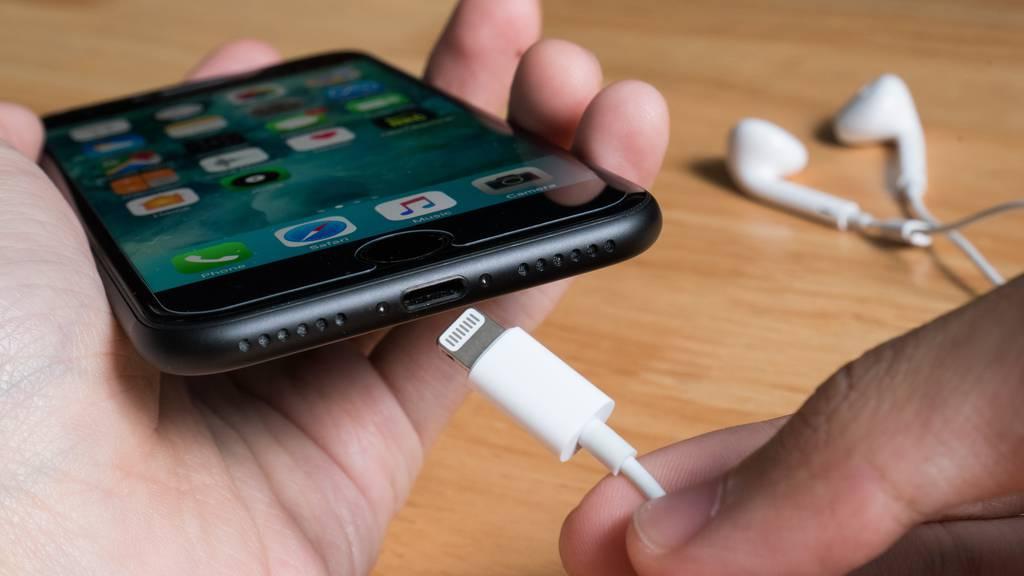 Ab Herbst erscheinen iPhones wohl ohne Ladegerät und Kopfhörer