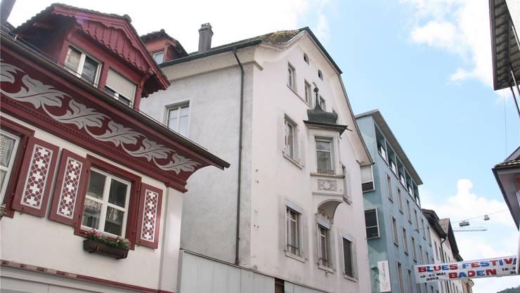 Badstrasse Nr. 36 (Mitte, mit Erker) wird demnächst abgebrochen. Roman Huber