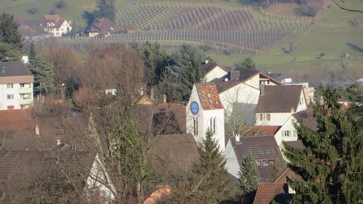 Ja, das ist Frenkendorf mit seiner Kirche. Eine Nachbargemeinde von Füllinsdorf. So heisst auch der Bahnhof und der Fussballclub, doch Frenkendorf-Füllinsdorf